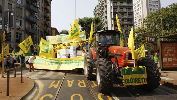 Члены ассоциации итальянских сельхозпроизводителей проводят демонстрацию в защиту своей продукции. Архивное фото