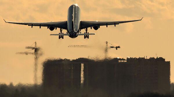 Самолет Airbus A330 авиакомпании Аэрофлот совершает взлет в международном аэропорту Шереметьево.