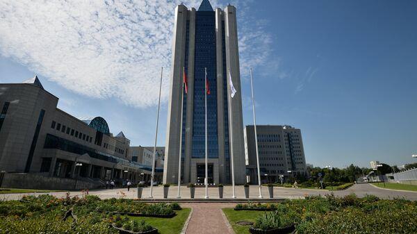 Здание компании Газпром на улице Наметкина в Москве. Архивное фото