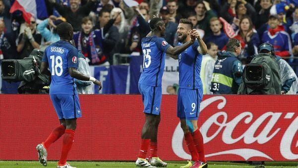 Французы празднуют гол в ворота сборной Исландии