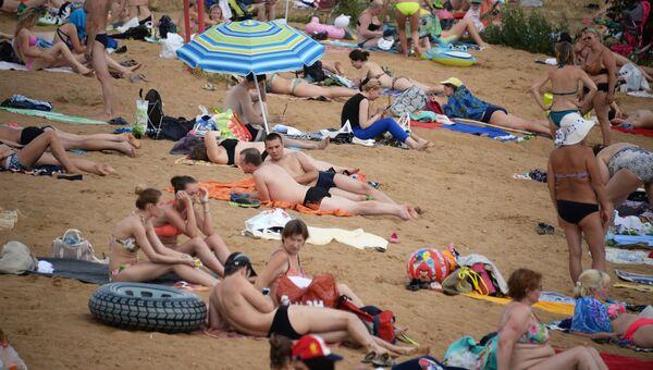 Отдых на пляже. Архивное фото