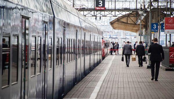 Новый пригородный электропоезд готовится отправиться с Киевского вокзала Москвы. Архивное фото