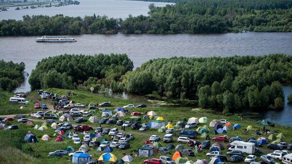 Лагерь участников и зрителей фестиваля исторической реконструкции Абалакское поле под Тобольском