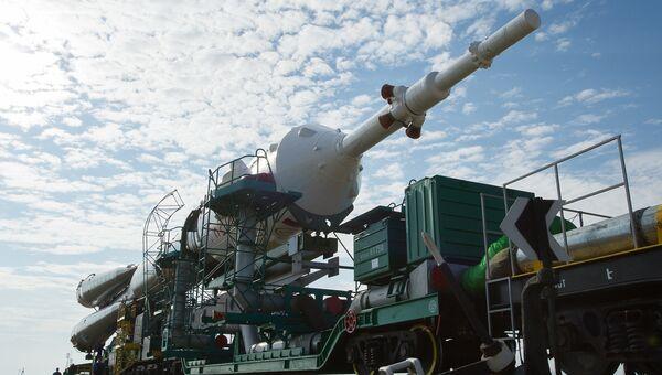 Транспортировка ракеты-носителя Союз- ФГ с пилотируемым кораблем Союз-МС на стартовую площадку космодрома Байконур