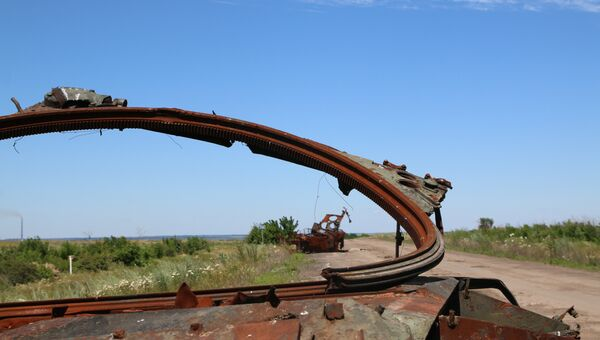 Разбитая техника украинских силовиков под Дебальцево в Донбассе. Архивное фото