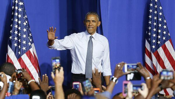 Президент США Барак Обама на предвыборном митинге кандидата в президенты Хиллари Клинтон в городе Шарлотт