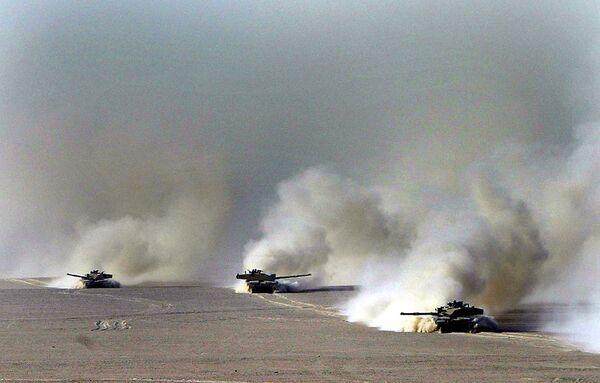 Британские танки Челленджер 2 в пустыне Кувейта