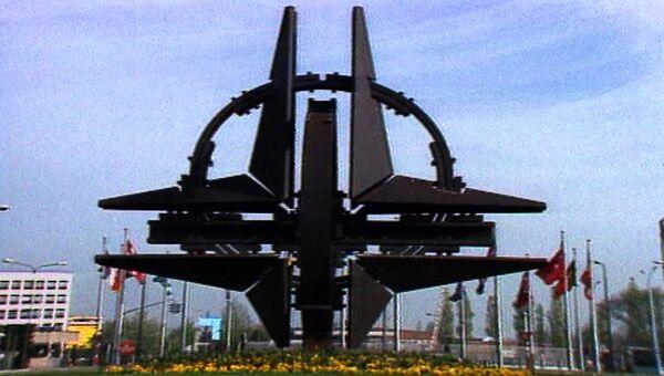 НАТО смотрит на Восток. Кадры из архива