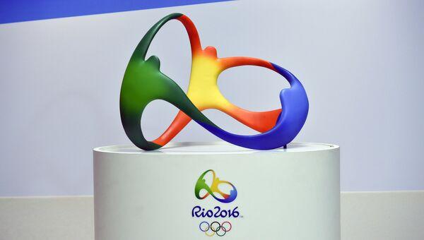 Скульптура в виде логотипа Олимпийских игр в Рио-де-Жанейро