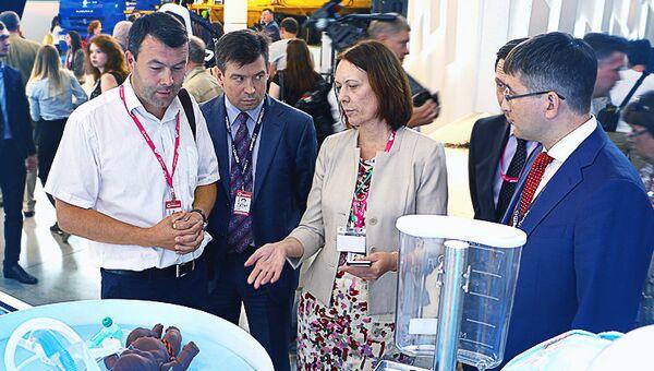 Швабе познакомил с медоборудованием холдинга представителя Минпромторга
