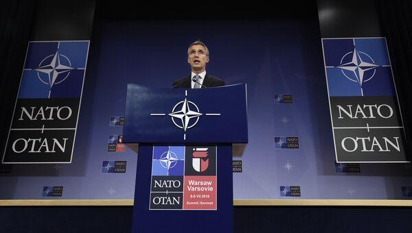 Генеральный секретарь НАТО Йенс Столтенберг на пресс-конференции по итогам Совета Россия-НАТО в штаб-квартире альянса в Брюсселе. Архивное фото
