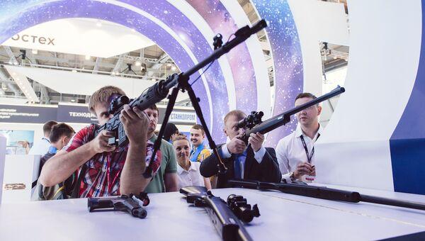 Швабе на ИННОПРОМ показывает коллиматор с изменяемой регулировкой яркости