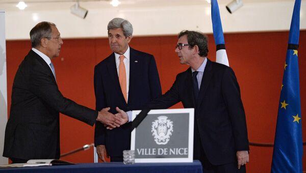 Министр иностранных дел РФ Сергей Лавров, государственный секретарь США Джон Керри и посол Франции в России господин Жан-Морис Рипер