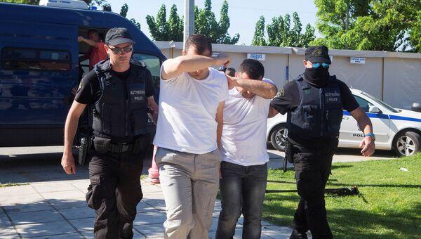 Турецкие солдаты, запросившие убежище в Греции