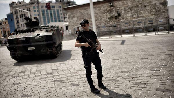 Полиция и военная техника в Стамбуле. 17 июля 2016 год