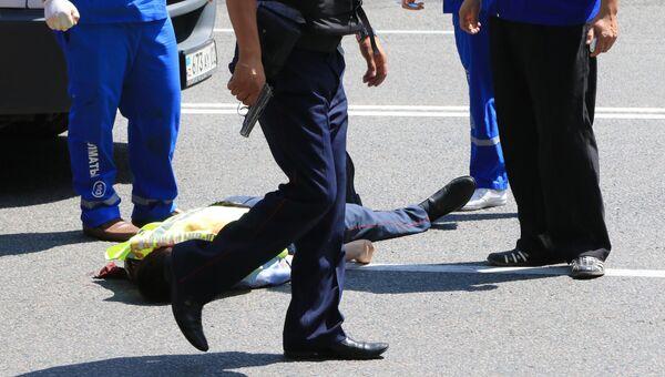 Последствия перестрелки возле отделения полиции в Алма-Ате. Архивное фото