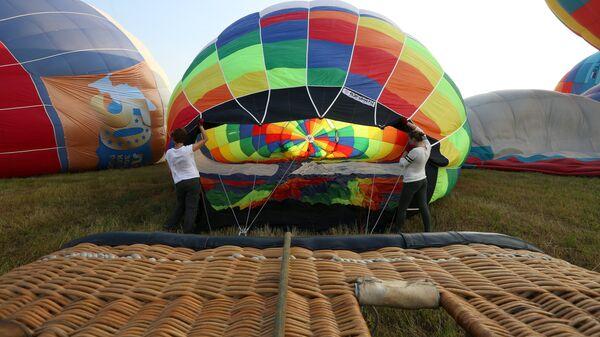 Воздухоплаватели готовятся к полетам на воздушных шарах на Фестивале воздухоплавания Золотое кольцо России в Переславле-Залесском