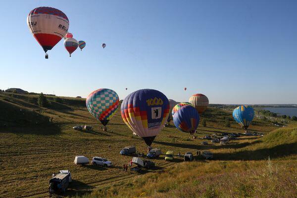 Воздухоплаватели готовятся к полетам на воздушных шарах на 15-м Фестивале воздухоплавания Золотое кольцо России в Переславле-Залесском