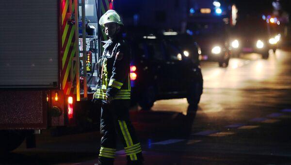 Работники службы спасения возле поезда в Вюрцбурге, где произошло нападение на пассажиров. 18 июля 2016