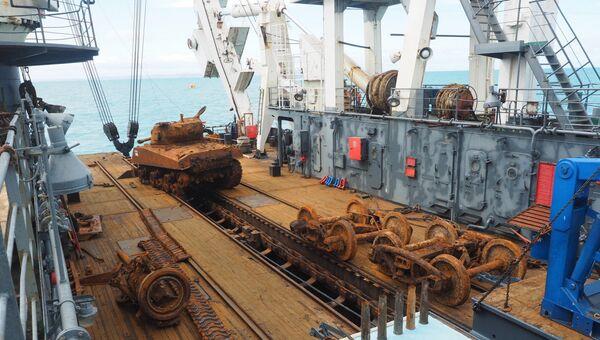 Водолазы Севфлота подняли со дна Баренцева моря танк времен войны. Архивное фото