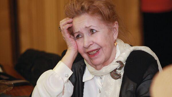 Инна Макарова перед началом первой встречи в Доме кино в рамках нового проекта Киноконцерт. Архив