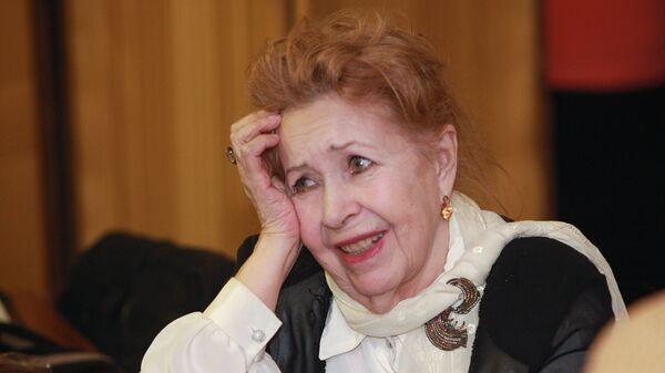 Инна Макарова перед началом первой встречи в Доме кино в рамках нового проекта Киноконцерт
