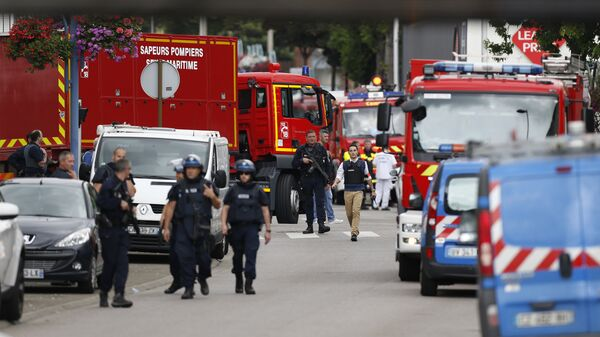 Полицейские и пожарные во Франции. Архивное фото