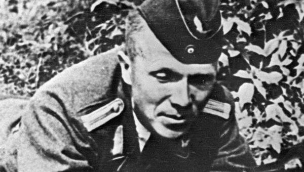 Советский партизан-разведчик Николай Кузнецов в форме немецкого офицера