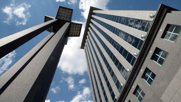 Здание нефтяной компании ЮКОС в Москве. Архивное фото
