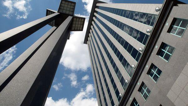 Здание нефтяной компании ЮКОС в Москве