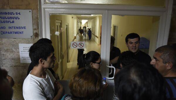 Ситуация близ захваченного в Ереване здания полка полиции. Июль 2016 года