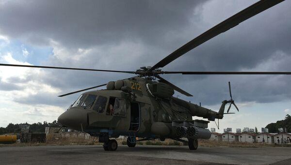 Российский транспортно-штурмовой вертолет МИ-8АМШТ на аэродроме Хмеймим в Сирии. Архивное фото