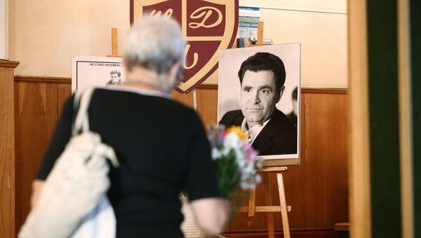 Церемония прощания с писателем Фазилем Искандером в Центральном доме литераторов в Москве