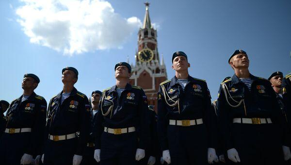 Военнослужащие во время празднования 86-й годовщины со дня образования ВДВ в Москве