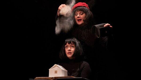 Сцена из спектакля. Архивное фото