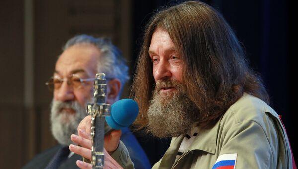 Путешественник Федор Конюхов и первый вице-президент РГО Артур Чилингаров. Архивное фото