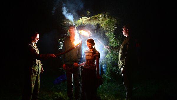 Купальская ночь. Проход через огненные ворота для очищения духа