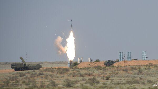 Зенитный ракетный комплекс С-300ПС во время международного конкурса Ключи от неба, проходящего в рамках Армейских международных игр - 2016, на военном полигоне Ашулук