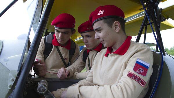 Юнармейцы возрожденного молодежного военно-патриотического движения Юнармия. Архивное фото