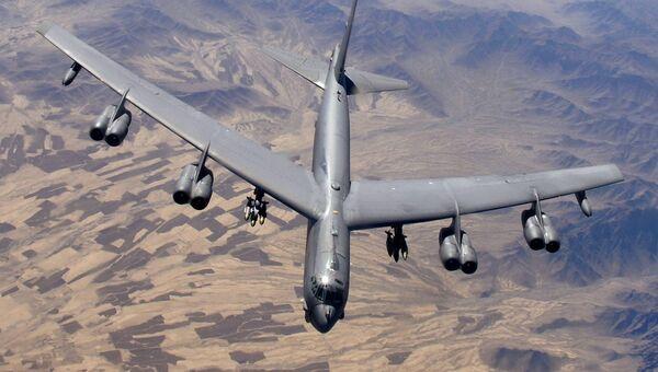 Американский многофункциональный стратегический бомбардировщик-ракетоносец B-52H. Архивное фото