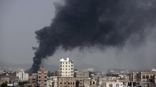 Авиаудар арабской коалиции по заводу в столице Йемена Сане