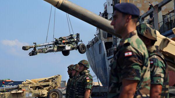 Разгрузка военной техники США в порту Бейрута в Ливане
