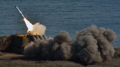Береговой ракетный комплекс Бал выполняет стрельбу по кораблям условного противника во время учений бригад морской пехоты Тихоокеанского флота (ТОФ)