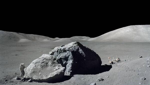 Американский астронавт Харрисон Шмитт на Луне