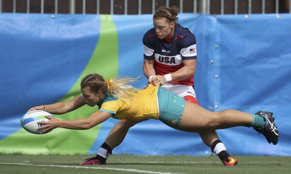 Сборные Австралии и США во время матча по регби на летних Олимпийских играх в Рио-де-Жанейро