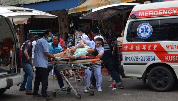Полиция и скорая помощь на месте взрыва в Таиланде