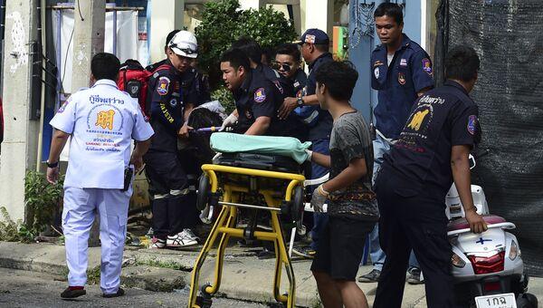 Тайские спасатели на месте взрыва в Хуахине, Таиланд
