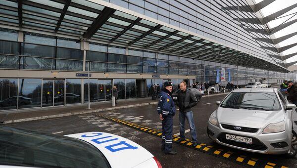 У входа в задние пассажирского терминала А международного аэропорта Внуково. Архивное фото