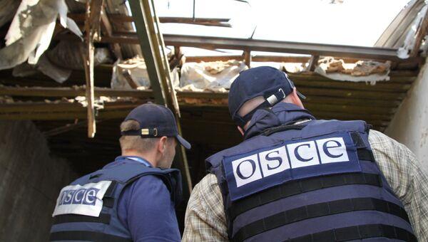 Представители Специальной мониторинговой миссии (СММ) ОБСЕ на территории Донецкой области. Архивное фото