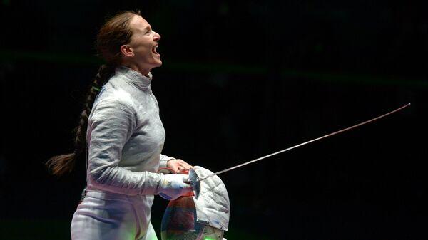 Софья Великая (Россия) после финального поединка командного первенства по фехтованию на саблях на XXXI летних Олимпийских играх